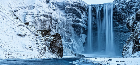 Photo pour Beautiful panoramic photo of Skogafoss waterfall in winter, Iceland. Long exposure - image libre de droit