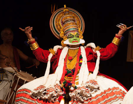 Photo pour Performance of kathakali dancers on July 17,2017 in sevasadan hall in Bengaluru,India - image libre de droit