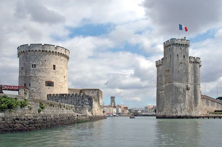 The Saint-Nicholas tower (Tour Saint-Nicolas) stands on the south bank of the port, opposite the Chain tower (Tour de la Chaîne). Its role was to protect the port from dangers coming from the ocean.