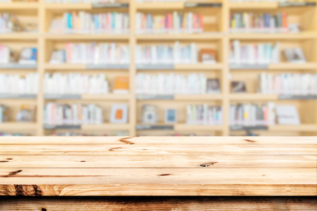 Foto de Empty wood table top ready for your product display montage. with book shelf in library blurred background. - Imagen libre de derechos