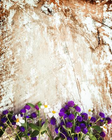 Photo pour Colorful flowers bouquet on vintage wooden background. vintage color tone - image libre de droit