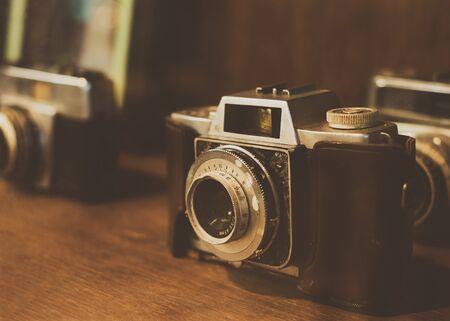 Photo pour Collectibles Classic and old film camera. retro technology. vintage color tone. - image libre de droit