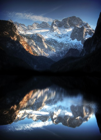 Photo pour austrian alps with mountain lake - image libre de droit