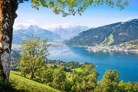 Foto de Beautiful landscape with Alps and mountain lake in Zell am See, Austria - Imagen libre de derechos