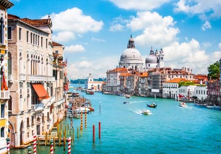 Photo pour Canal Grande with Basilica di Santa Maria della Salute in Venice, Italy - image libre de droit