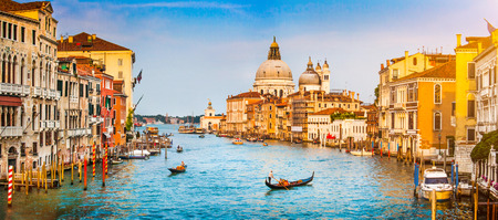 Foto per Panoramic view of famous Canal Grande and Basilica di Santa Maria della Salute at sunset in Venice, Italy - Immagine Royalty Free