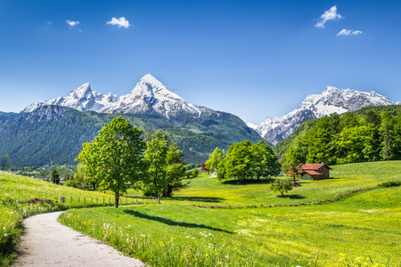 Foto de Idyllic summer landscape in the Alps, Nationalpark Berchtesgadener Land, Bavaria, Germany - Imagen libre de derechos
