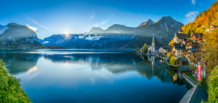 Photo pour Scenic panoramic picture-postcard view of famous Hallstatt mountain village with Hallstatter See in the Austrian Alps in beautiful golden morning light in fall, Salzkammergut, Austria - image libre de droit