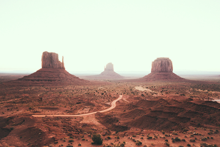 Photo pour Classic view of scenic Monument Valley with the famous Mittens and Merrick Butte in summer - image libre de droit