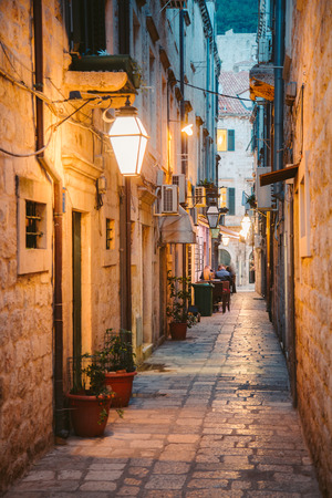 Foto de Beautiful twilight view of the historic town of Dubrovnik with narrow alley at dawn, Dalmatia, Croatia - Imagen libre de derechos