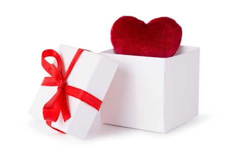 Photo pour White box with red heart bow and ribbon - image libre de droit