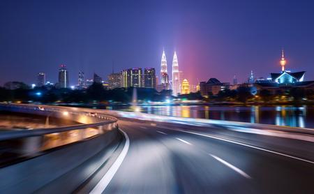 Photo pour Highway overpass motion blur with city background .night scene - image libre de droit