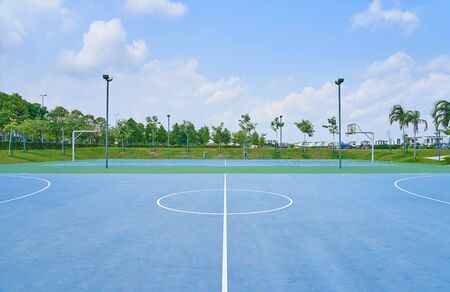 Foto de Outdoor open basketball court under sunny sky . Healthy lifestyle sport background . - Imagen libre de derechos
