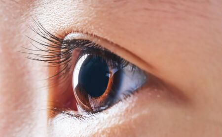 Photo pour Close-up and selected focusing on a beautiful asian little girl eye . - image libre de droit