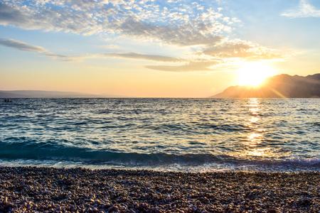 Photo pour Wonderful sunset on the Punta Rata Beach, Brela, Croatia. - image libre de droit