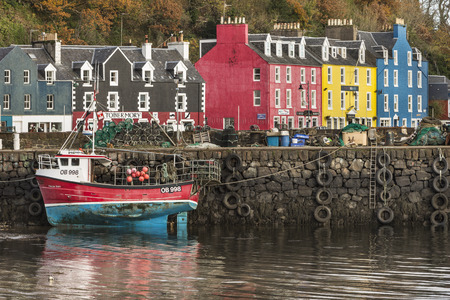 Photo pour Tobermory harbour on the Isle of Mull in Scotland. - image libre de droit
