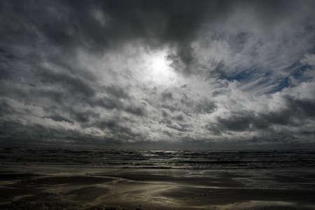 Photo pour Gray Baltic sea in autumn time. - image libre de droit