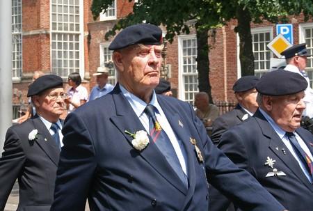 Veteraan op het Veteranen defile op Veteranendag in Den Haag