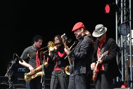Berlijnse band Rotfront op het Bevrijdingsfestival op het Spuiplein in Den Haag