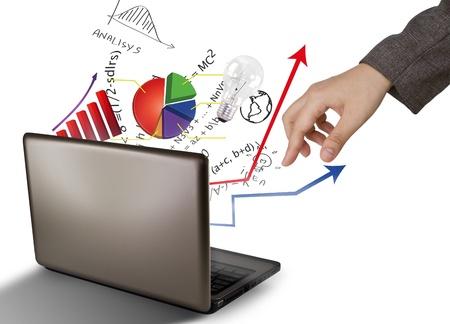 Foto de Laptop and financial Graphs - Imagen libre de derechos