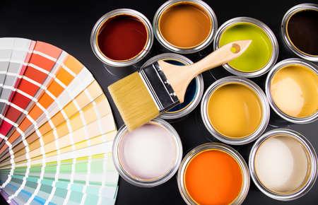 Photo pour Paint can with a paintbrush - image libre de droit