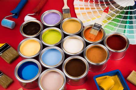 Photo pour Paint brush, tin can and color guide samples - image libre de droit