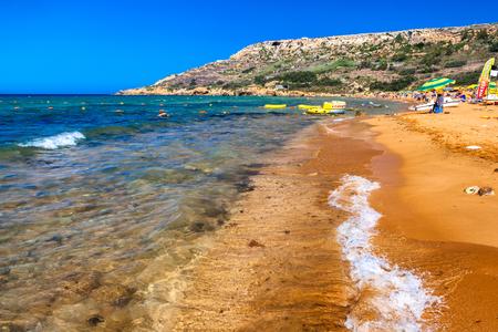 Photo pour RAMLA BAY, MALTA - JULY 20: Orange sand at Ramla Bay on July 19, 2015 in Ramla Bay - image libre de droit