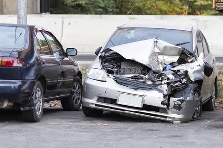 Photo pour Front of silver car get damaged by accident on the road - image libre de droit