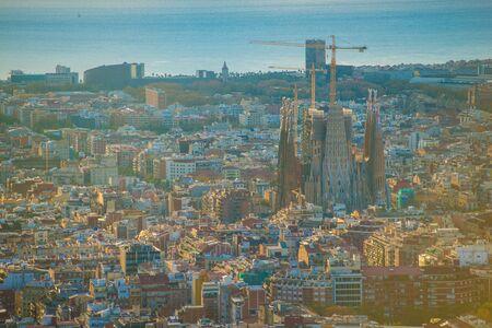 Foto de BARCELONA, SPAIN - November 24, 2018: La Sagrada Familia's construction in progress. It is on the part of UNESCO World Heritage site by an artist Antoni Gaudi. - Imagen libre de derechos