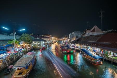 Photo pour Night lights of Amphawa floating market, Thailand - image libre de droit