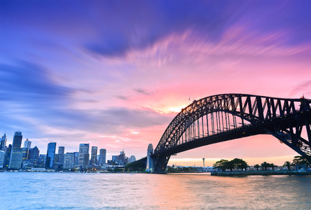 Photo pour Sydney Harbour Panorama viewed from Kirribilli in North Sydney at dusk - image libre de droit