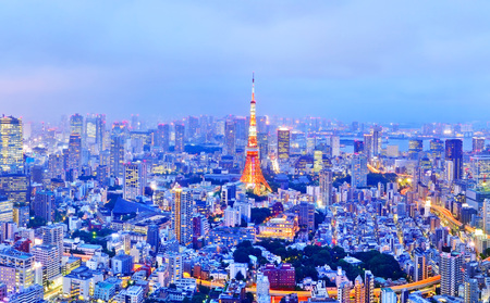 Foto de View of the Tokyo skyline at dusk - Imagen libre de derechos
