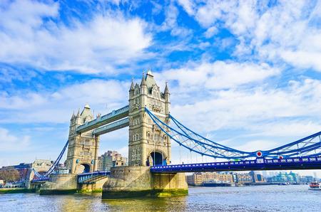Foto de View of Tower Bridge in London on a sunny day - Imagen libre de derechos