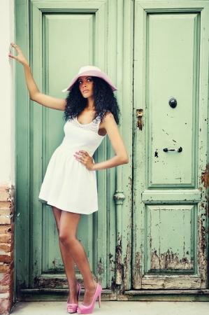 Foto de Portrait of a young black woman, model of fashion - Imagen libre de derechos