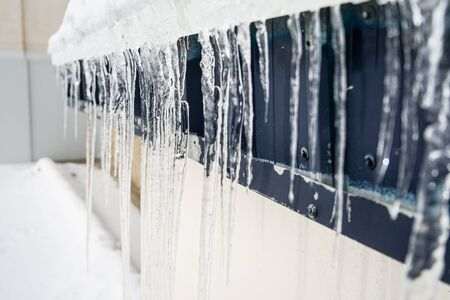 Photo pour Icicles on building in winter in Sierra Nevada - image libre de droit