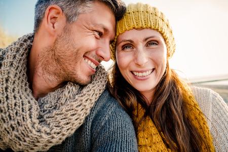 Photo pour boyfriend girlfriend selfie on a walk - image libre de droit