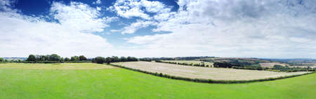 Photo pour panoramic aerial view of the King Stone landmark in the Oxfordshire Warwickshire border in England - image libre de droit