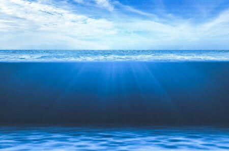 Photo pour Blue Under Water waves and deep sea. - image libre de droit