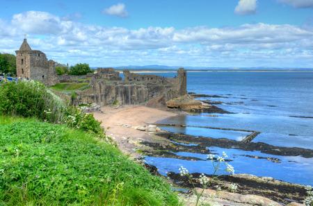 Photo pour Ruins of St. Andrews Castle in St. Andrews, Scotland. - image libre de droit