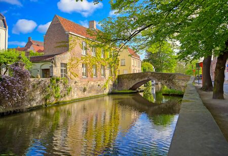 Foto für The canals of Bruges (Brugge), Belgium on a sunny day. - Lizenzfreies Bild