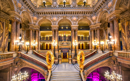 Photo pour Paris, France - April 23, 2019 - The Grand Staircase at the entry to the Palais Garnier located in Paris, France. - image libre de droit