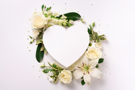 Photo pour Frame of white flowers, paper heart over light background. Valentines day, Woman day concept. Spring or summer banner with copy space. - image libre de droit