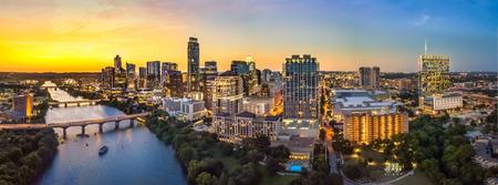 Photo pour Austin Skyline in the evening and bluehour - image libre de droit