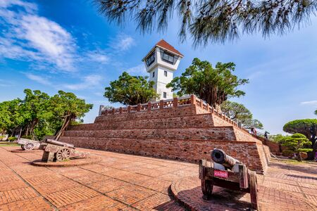 Photo pour Anping Old Fort -It's a Famous historical sights in Tainan,Taiwan-Writing Chinese on the sign: Cherish antiquities, don't climb - image libre de droit