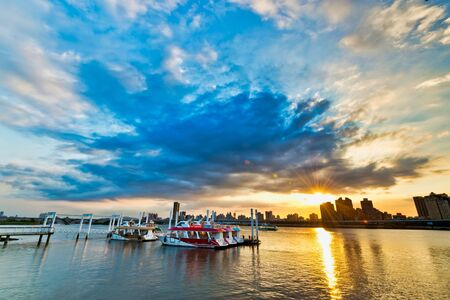 Foto de Sunset of Riverside at Taipei City,Taiwan - Imagen libre de derechos