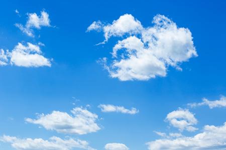 Photo pour Blue sky with clouds - image libre de droit