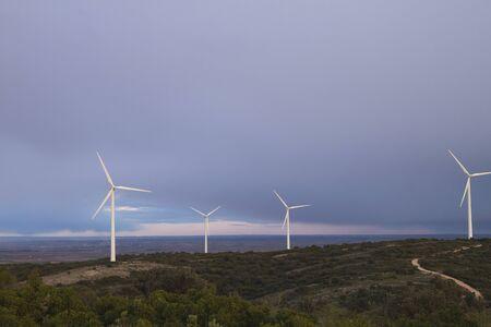 Photo pour Wind turbines farm generating clean renewable energy - image libre de droit