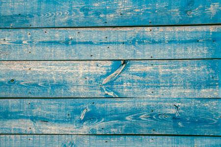 Photo pour Old rustic wooden wall with peeling paint - image libre de droit