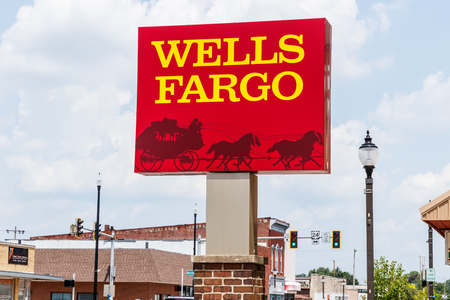 Photo pour Monticello - Circa June 2018: Wells Fargo Signage and Logo. Wells Fargo is selling all its branches in three Midwestern states II - image libre de droit