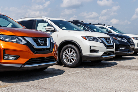 Photo pour Fishers - Circa August 2018: New vehicles at a Nissan Car and SUV Dealership. Nissan is part of the Renault–Nissan Alliance VIII - image libre de droit
